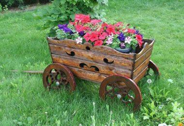 Декоративные телеги для сада