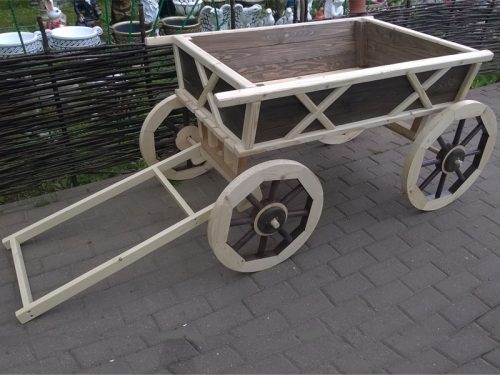 Деревянная телега для дачи