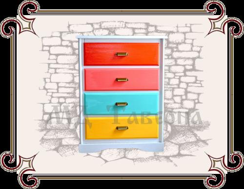 комод с разноцветными ящиками