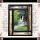 Зеркало в деревянной рамке